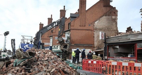 Trzej mężczyźni odpowiedzialni za wybuch w polskim sklepie w brytyjskim Leicester, usłyszeli wyrok dożywocia. Prawie rok temu w eksplozji zginęło pięć osób. Motywem sprawców miała być próba wyłudzenia ubezpieczenia. Według ustaleń prokuratury, zarządzający sklepem 34-letni Aram K. oraz jego dwaj przyjaciele, 37-letni Arkan A. i 33-letni Hawkar H. (żaden z nich nie jest obywatelem Polski), liczyli na to, że po wybuchu uda im się uzyskać 300 tys. funtów ubezpieczenia. Pieniądze miały pokryć przynoszone przez sklep straty.