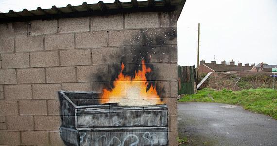 Za kilkaset tysięcy funtów sprzedane zostało graffiti ikony street artu Banksy'ego. Nabywcą jest brytyjski marszand John Brandler. Graffiti pod koniec grudnia pojawiło się na ścianie garażu w walijskim mieście Port Talbott. Nie bez powodu. Jest ono uznawane za  serce brytyjskiego przemysłu stalowego.
