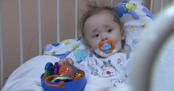 Poprawia się stan 10-miesięcznego Iwana Fokina - chłopca, który 36 godzin spędził pod gruzami zawalonego bloku w Magnitogorsku. Jak informują lekarze, złamana noga niemowlęcia regeneruje się bardzo dobrze, a chłopczyk został już przeniesiony na oddział ratunkowy Moskiewskiego Instytutu Badawczego.