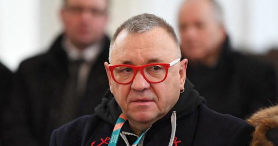 """""""Dajcie mi chwilkę czasu"""" - powiedział w sobotę Jerzy Owsiak po pogrzebie prezydenta Gdańska. Był pytany o możliwość powrotu do kierowania WOŚP. Podkreślił, że słucha apeli w tej sprawie. """"Dzięki, że w ogóle jesteście obok nas, to nam bardzo pomaga"""" - dodał."""