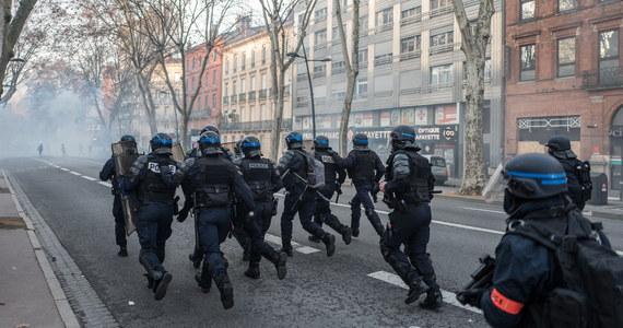 """Francuski rzecznik praw obywatelskich żąda zakazania miotaczy gumowych pocisków. Powodem jest rosnąca liczba osób ciężko rannych z powodu stosowania przez policję broni typu """"Flash-Ball"""" nowej generacji."""
