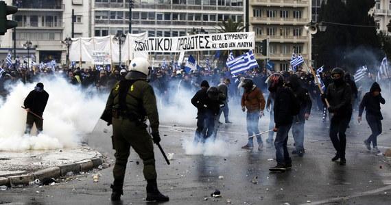 """Przed parlamentem w Atenach dziesiątki tysięcy Greków zebrały się na wielkiej demonstracji przeciwko porozumieniu ze Skopje, zmieniającym nazwę Macedonii na """"Republika Macedonii Północnej"""". Doszło do starć z policją."""