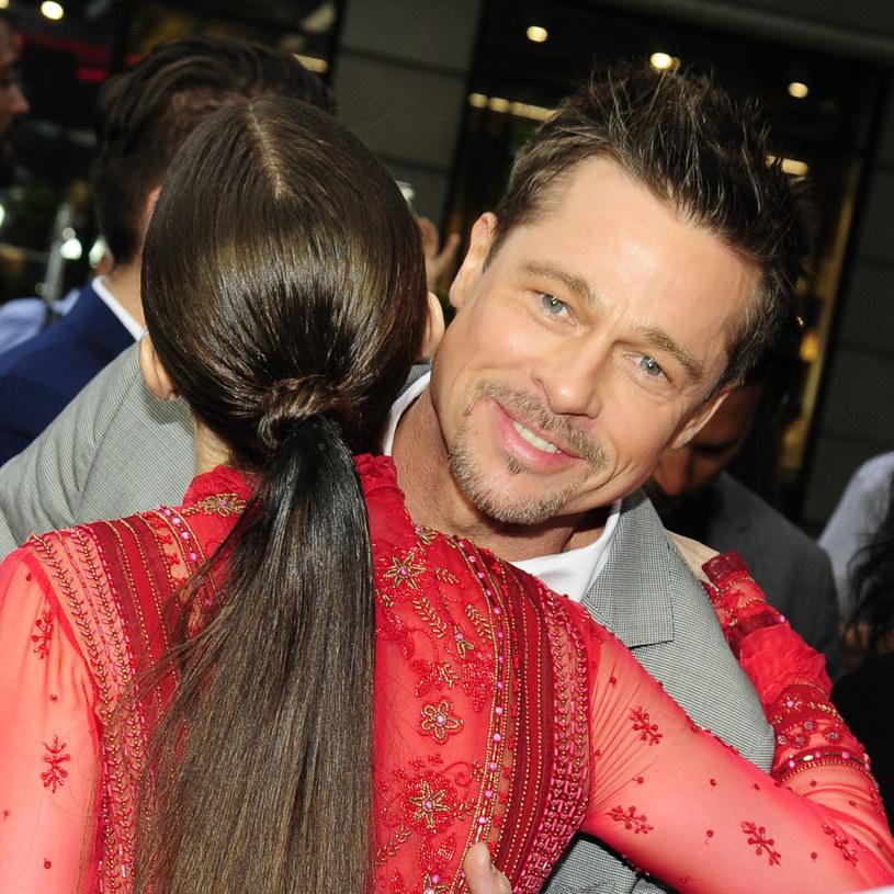 """Czy Charlize Theron i Brad Pitt są parą? Tak twierdzi brytyjski dziennik """"The Sun"""", powołując się na informatora z kręgów hollywoodzkich gwiazd. Ponoć laureatka Oscara za """"Monster"""" spotyka się z gwiazdą """"Siedem"""" od kilku miesięcy, a ich znajomość z przyjacielskiej zamieniła się w coś znacznie głębszego."""