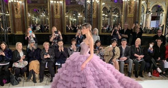 Polska moda wyruszyła na podbój Francji. Długie owacje nagrodziły w Paryżu pokaz nowych kreacji autorstwa Małgorzaty Szczęsnej i Ewy Gawkowskiej – założycielek warszawskiego domu mody La Metamorphose.