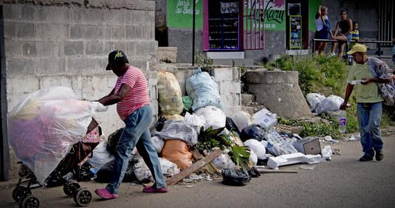26 najbogatszych osób na świecie ma tyle samo pieniędzy, co najbiedniejsze 3,8 mld ludzi - wynika z najnowszego raportu organizacji Oxfam. Według organizacji, państwa powinny wdrożyć poważną politykę walki z nierównościami na świecie.