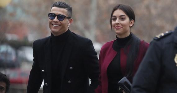 Portugalski piłkarz Cristiano Ronaldo został skazany przez sąd w Madrycie na 23 miesiące więzienia w zawieszeniu oraz grzywnę w wysokości 18,8 mln euro. Były zawodnik Realu Madryt pomiędzy 2010 a 2014 r. unikał płacenia podatków.