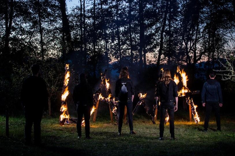 """""""Do Diabła z Wami!"""" - pod takim szyldem w połowie lutego poznaniacy z In Twilight's Embrace rozpoczną trasę po Polsce."""
