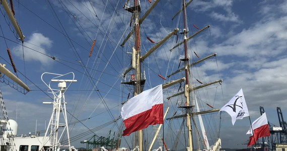 """Polski żaglowiec """"Dar Młodzieży"""" jest już w panamskim porcie Balboa. Uczestnicy trwającego Rejsu Niepodległości dookoła świata wezmą udział w Światowych Dniach Młodzieży."""