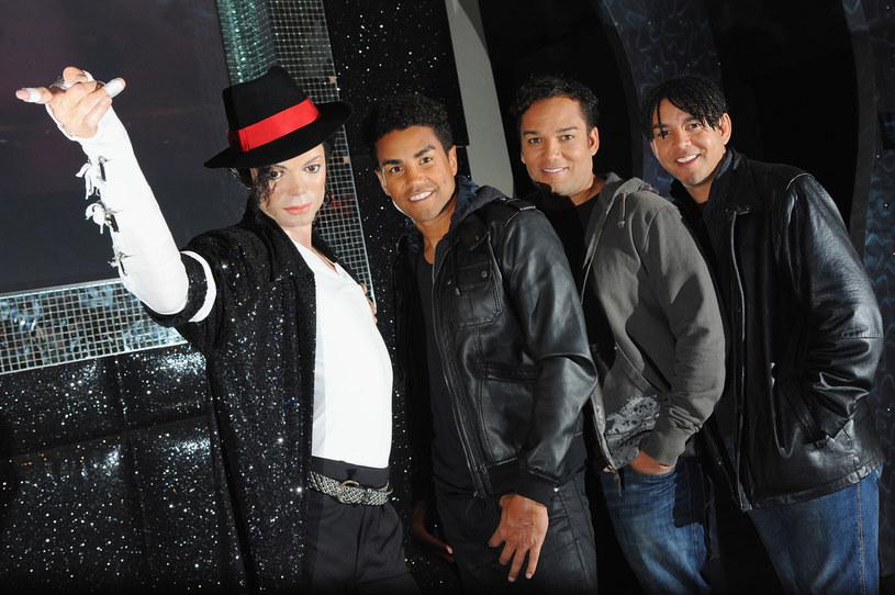 """Taj Jackson, wokalista grupy 3T i bratanek Michaela Jacksona, rozpoczął internetową zbiórkę funduszy na przygotowanie dokumentu, który ma raz na zawsze """"obalić mity"""" na temat domniemanego molestowania seksualnego nieletnich chłopców przez Króla Popu."""