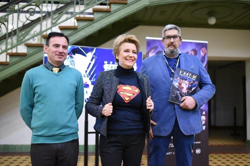 """Oryginalne kostiumy i rekwizyty ze słynnych hollywoodzkich filmów o superbohaterach, m.in. Batmanie i Supermanie, oraz ponad 160 rysunków wydawnictwa DC znajdzie się na wystawie """"Sztuka DC - Świt Superbohaterów"""", która jesienią zostanie zaprezentowana w Łodzi."""