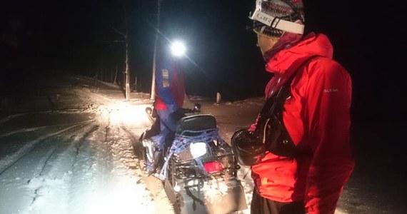O wielkim szczęściu może mówić turysta, który wybrał się w swoje 27, urodziny na pieszą wycieczkę na Lubań i całą noc spędził, brodząc w głębokim śniegu. W nocy temperatura spadła do -18 stopni Celsjusza.