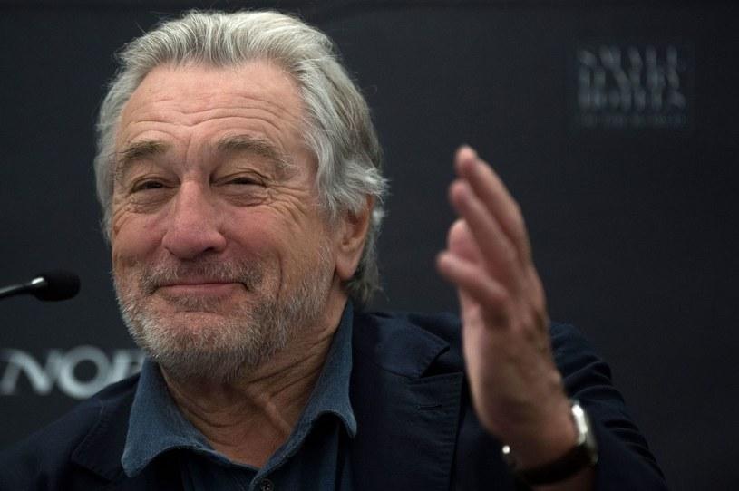 """""""Irlandczyk"""" to najnowszy film Martina Scorsese, który można oglądać na platformie Netflix. Trwające trzy i pół godziny dzieło coraz częściej typowane jest jako kandydat do Oscara. Kontrowersje wśród widzów wzbudziło jednak odmłodzenie występujących w nim aktorów. Sprawa dotyczy m.in. Roberta De Niro."""