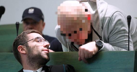 """Sąd Apelacyjny w Warszawie utrzymał w mocy wyrok 25 lat więzienia dla Marka Cz., """"Rympałka"""", m.in. za kierowanie gangiem i zlecenie zabójstwa. Prawomocnie skazał także 15 innych oskarżonych. Tym samym odrzucił apelacje obrońców i prokuratora, który uznał zasądzone kary za zbyt łagodne."""