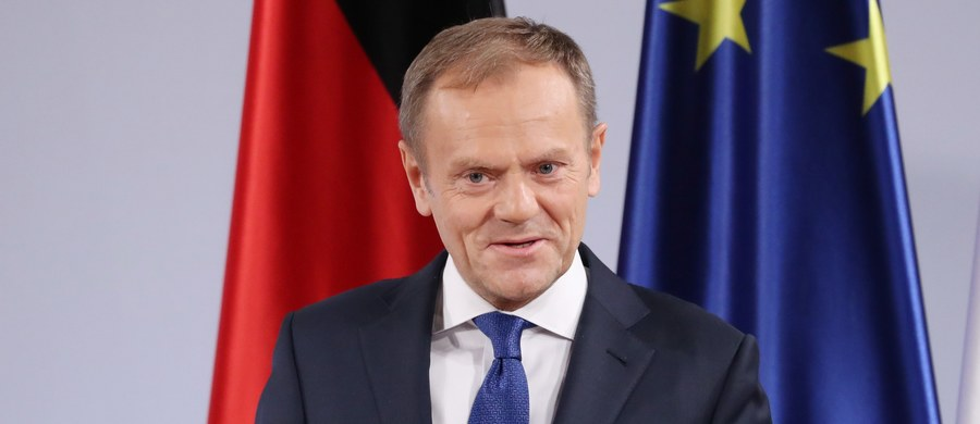 Byli premierzy Donald Tusk i Ewa Kopacz mają stawić się przed sejmową komisją śledczą  ds.  VAT. Posłowie zdecydowali o wezwaniu ich na świadków w sprawie ogromnej luki w podatku VAT za czasów rządów koalicji PO-PSL.