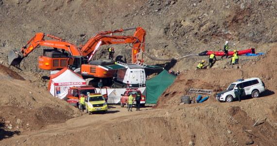 Operacja wydobycia 2,5-letniego Julena spod ziemi w okolicach miasteczka Totalan w Hiszpanii wkracza w decydującą fazę. Jak informują media, ukończono budowę pionowego tunelu wywierconego w celu dotarcia do dziecka.