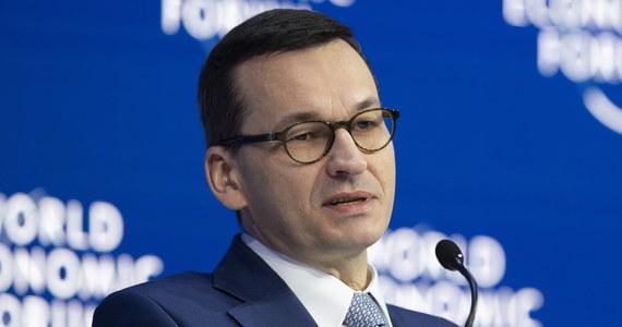 Rok po roku Polska staje się krajem coraz bardziej liczącym się - ocenił premier Mateusz Morawiecki pytany w czwartek o ocenę polskiego uczestnictwa w forum Ekonomicznym w Davos. Dzisiaj jesteśmy pokazywani jako wzór dla innych państw - podkreślił szef rządu.