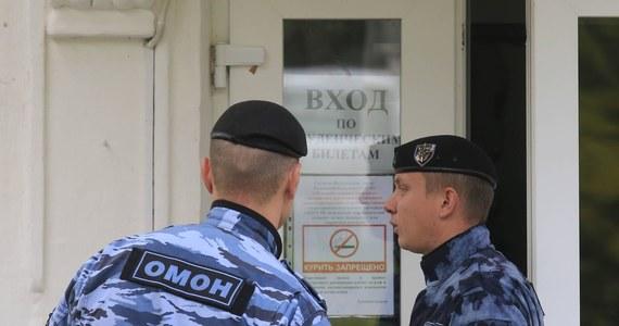 W związku z telefonicznymi informacjami o podłożeniu bomb zarządzono ewakuację obiektów użyteczności publicznej w obwodzie irkuckim, amurskim i w Republice Buriacji. Dotyczy to szpitali, szkół i urzędów.
