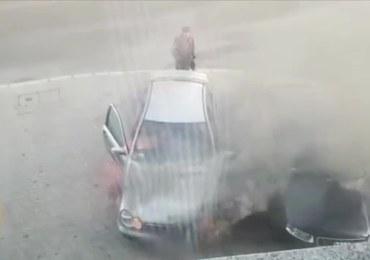 Samochód zapalił się podczas jazdy. Wjechał na parking w Bolesławcu