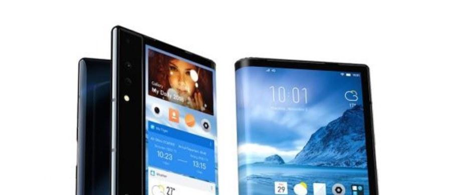 """Chińska firma Royole zaprezentowała składany smartfon. """"Royole FlexPai jest pierwszym komercyjnym smartfonem ze składanym wyświetlaczem, który jest produkowany seryjnie"""" - powiedział pan Bian, przedstawiciel firmy."""