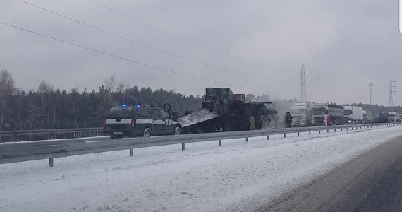 Autostrada A2 w Wielkopolsce była przez kilka godzin zablokowana po wypadku, do którego doszło między węzłami Konin i Koło. Na nitce w kierunku Warszawy zderzyły się dwa pojazdy armii amerykańskiej. Droga jest już przejezdna.