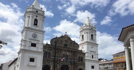 W panamskiej katedrze Santa Maria la Antigua po raz pierwszy zabrzmią dziś organy wykonane w Zabrzu. Papież Franciszek poświęci je przy okazji konsekrowania nowego ołtarza, w który zostaną wmurowane relikwie Jana Pawła II. Ojciec Święty wcześniej przyjął grupę młodzieży z Polski.