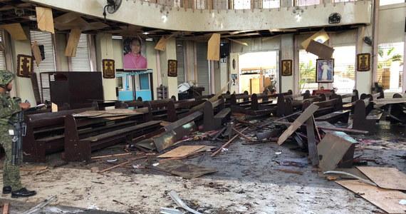 Do 27 wzrosła liczba ofiar śmiertelnych dwóch wybuchów bombowych, do których doszło podczas niedzielnej mszy w katolickiej katedrze na wyspie Jolo na południu Filipin. 77 osób jest rannych.