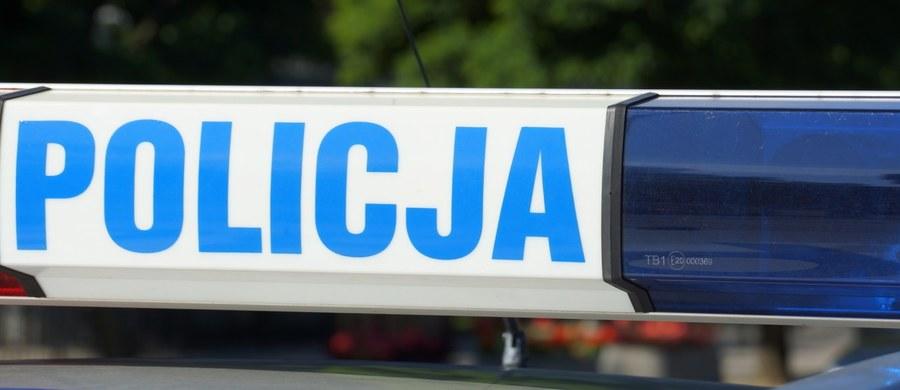 Tragiczny wypadek na drodze krajowej nr 74 w miejscowości Wiosna (Świętokrzyskie). W zderzeniu auta osobowego i ciężarówki zginęły trzy osoby, a dwie są ranne.
