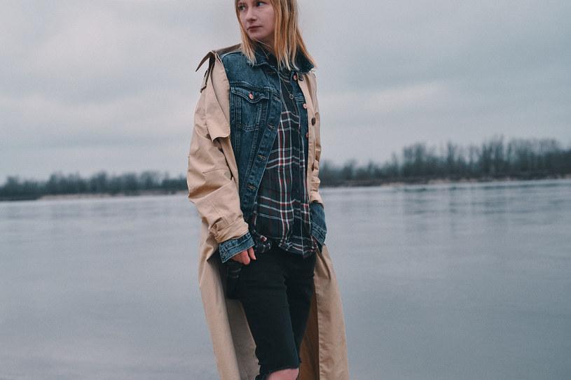 """Znana z telewizyjnego """"Idola"""" wokalistka i gitarzystka Agata Karczewska prezentuje debiutancki album """"I'm Not Good At Having Fun""""."""