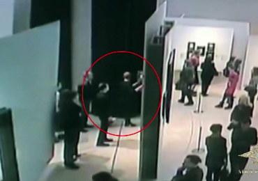 Ukradł obraz na oczach zwiedzających galerię. Nikt nie reagował