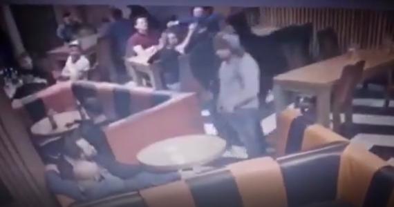 Prokuratura bada sprawę napadu z użyciem gazu, meczety i noża w barze w centrum Myślenic. W wyniku ciosów nożem mężczyzna przebywający w lokalu odniósł poważne obrażenia.