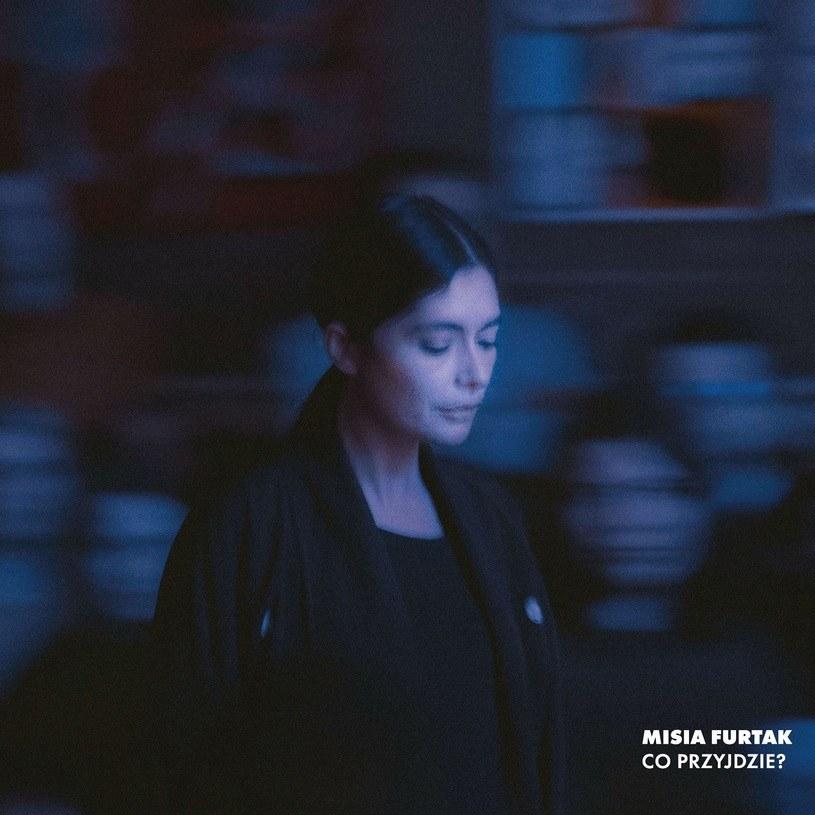"""""""To piosenka mocna i delikatna zarazem"""" - mówiła Misia Furtak o swoim pierwszym singlu z nowej płyty, utworze """"Nie zaczynaj"""". Okazuje się, że w taki sam sposób można określić jej cały solowy album."""