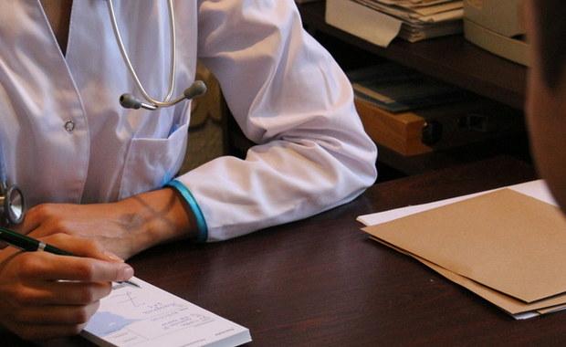 Blisko pół miliona kontroli i ponad 31 mln zł wstrzymanych świadczeń chorobowych – to bilans kontroli zwolnień lekarskich, którą Zakład Ubezpieczeń Społecznych przeprowadził w 2018 roku – poinformował PAP w środę rzecznik ZUS Wojciech Andrusiewicz.