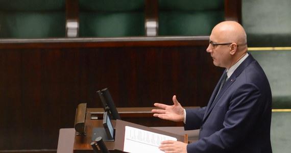 """""""Oczywiste jest, że żadna matka nie byłaby zainteresowana, żeby informować policję o obawach związanych z jej synem; w tym przypadku Jolanta W., zachowała się niezwykle odpowiedzialnie"""" - powiedział szef MSWiA Joachim Brudziński podczas informacji rządu dot. śmierci prezydenta Gdańska."""