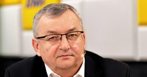 """""""Jak te taśmy mają zaszkodzić PiS?"""" - mówi gość Porannej rozmowy w RMF FM minister infrastruktury Andrzej Adamczyk, pytany o tak zwane """"taśmy Kaczyńskiego"""". Jak dodaje: widzimy prezesa PiS jako uczciwego człowieka. """"Chcemy zapłacić, musimy mieć stosowne dokumenty, to często przewija się w tej rozmowie"""" - podkreśla."""