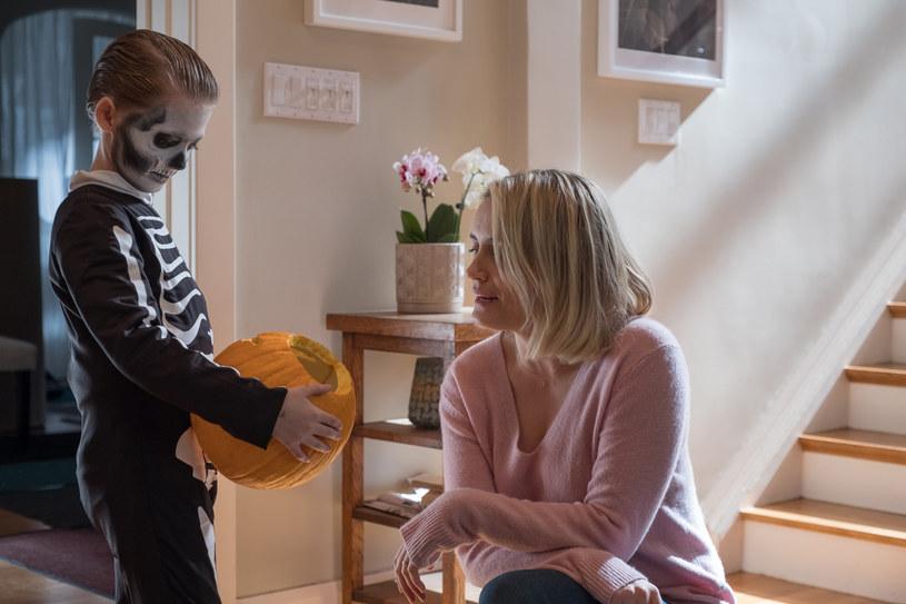 """""""Prodigy. Opętany"""" to horror, w którym główną rolę gra Taylor Schilling, gwiazda przebojowego serialu Netfliksa """"Orange is the New Black"""", gdzie aktorka występuje jako więźniarka Piper Chapman (nominacja do Złotego Globu oraz do Emmy). Tym razem zaproponowano jej wcielenie się w matkę chłopca, którego opętały tajemnicze moce."""