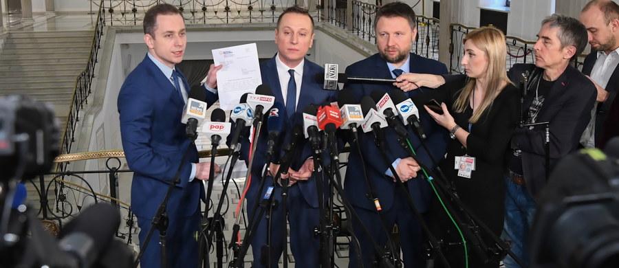 """PO składa wniosek do CBA o pilną kontrolę oświadczeń majątkowych składanych przez prezesa PiS Jarosława Kaczyńskiego; PO chce wiedzieć dlaczego w oświadczeniach majątkowych poseł PiS """"twierdzi, że nie prowadzi działalności gospodarczej""""."""