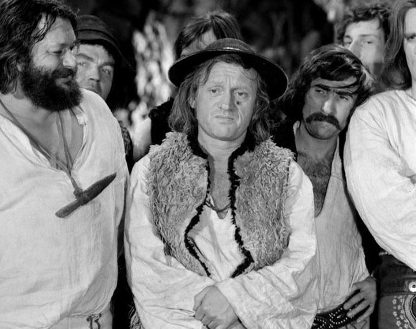 """45 lat temu Telewizja Polska wyemitowała pierwszy odcinek kultowego serialu o karpackim zbóju. """"Krążyły anegdoty, że góralskie dzieci oglądając 'Janosika' płakały, bo nic nie rozumiały"""" - powiedział PAP krytyk filmowy Konrad J. Zarębski."""