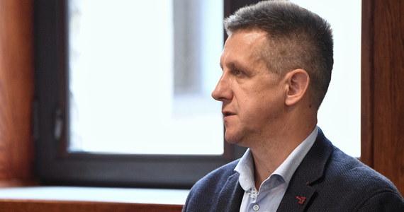 Dwa nowe zarzuty - nakłaniania policjanta do przekroczenia uprawnień i niedopełnienia obowiązków oraz powoływania się na wpływy w sądach i namawiania do wręczenia łapówki sędziemu - usłyszał były szef klubu parlamentarnego PSL Jan Bury.