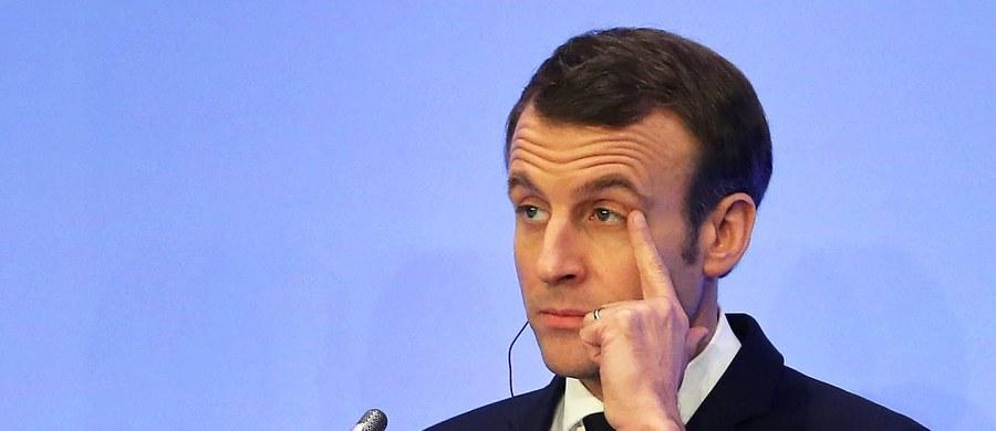 Francuskie media ujawniły, że dwóch bliskich współpracowników prezydenta Emmanuela Macrona, odpowiedzialnych za bezpieczeństwo szefa państwa, pracowało jednocześnie dla rosyjskiego miliardera z bliskiego otoczenia Władimira Putina. Dostali za to ponad ćwierć miliona euro.