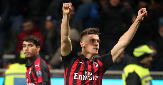 """Krzysztof Piątek z kolejnym trafieniem! """"Il Pistollero"""" w 26. minucie otworzył wynik spotkania AS Roma - AC Milan w Serie A. Mecz zakończył się remisem (1:1). Dla zespołu z Rzymu trafił w 46. minucie Nicolo Zaniolo."""