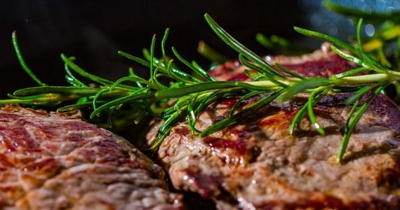 Podejrzana wołowina z polskiej ubojni, w której zabijano chore krowy, trafiła do szkół i przedszkoli w Sztokholmie - taką informację przekazały władze stolicy Szwecji. Mięso zostało już zjedzone.