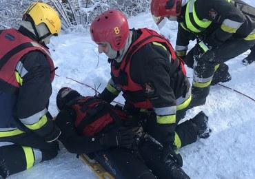 Strażacy uczą, jak uratować osobę, która wpadła pod lód