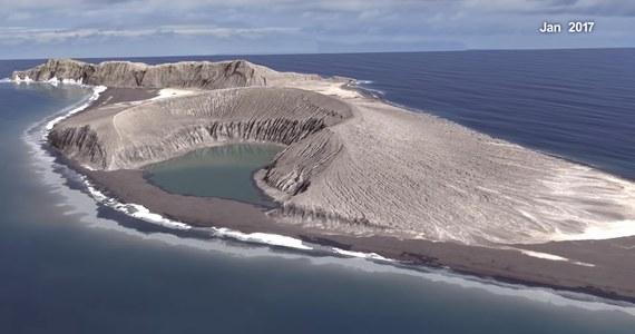 Jedna z najmłodszych i najbardziej unikatowych wysp na świecie została przebadana przez naukowców z NASA. Odnaleźli na niej tajemnicze, przedziwne błoto. Badania nad wyspą mają pomóc zrozumieć naukowcom, jakie procesy zachodziły na Marsie.