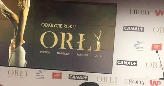 Podczas trwającego w Warszawie uroczystego ogłoszenia nominacji do 21. Polskich Nagród Filmowych Orły 2019, jednej z osób na scenie wypadło z rąk 19 kopert z nominacjami.