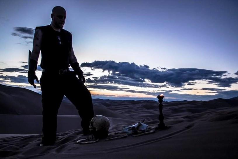 """""""Gods Without Name"""" - to tytuł debiutanckiego albumu blackmetalowego projektu Aoratos z USA."""