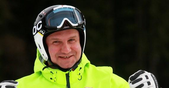 """W internetowej części Porannej rozmowy w RMF FM Marcin Zaborski pytał swojego gościa, czy prezydent przebywa obecnie na nartach. """"Być może pan prezydent wypoczywa. Trudno mi powiedzieć. Z całą pewnością jest tak, że prezydent potrzebuje też czasem chwili wypoczynku"""" – stwierdził Błażej Spychalski."""