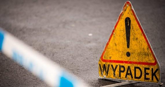 Poważny wypadek na autostradzie A2. Przed południem doszło tam do karambolu sześciu ciężarówek i auta osobowego. Jedna osoba trafiła do szpitala.