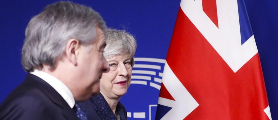 Bez przełomu w sprawie brexitu  - po spotkaniu szefa Komisji Europejskiej Jean-Clauda Junckera z brytyjską premier Theresą May. We wspólnym oświadczeniu podkreślono, że negocjacje były twarde, ale konstruktywne.