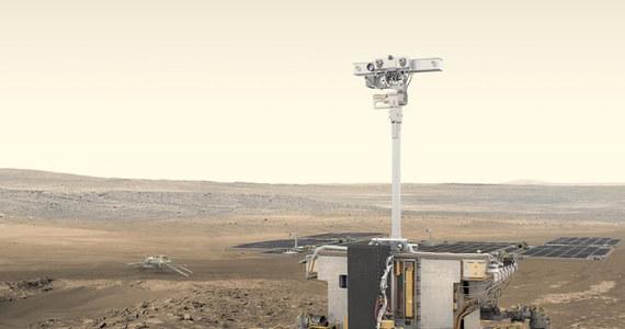 Rosalind Franklin - takie imię będzie nosił najnowszy łazik kosmiczny, który w przyszłym roku poleci na Marsa. To bardzo symboliczna nazwa. Łazik programu ExoMars, wspólnej inicjatywy Europejskiej Agencji Kosmicznej i rosyjskiego Roskosmosu będzie szukał na Marsie śladów życia. To sensowne, że jego nazwa uhonoruje brytyjską badaczkę, której prace pomogły odkryć tajemnice zycia na Ziemi. Rosalind Franklin była chemikiem, zajmowała się krystalografią rentgenowską i przyczyniła się do zbadania trójwymiarowej struktury DNA.