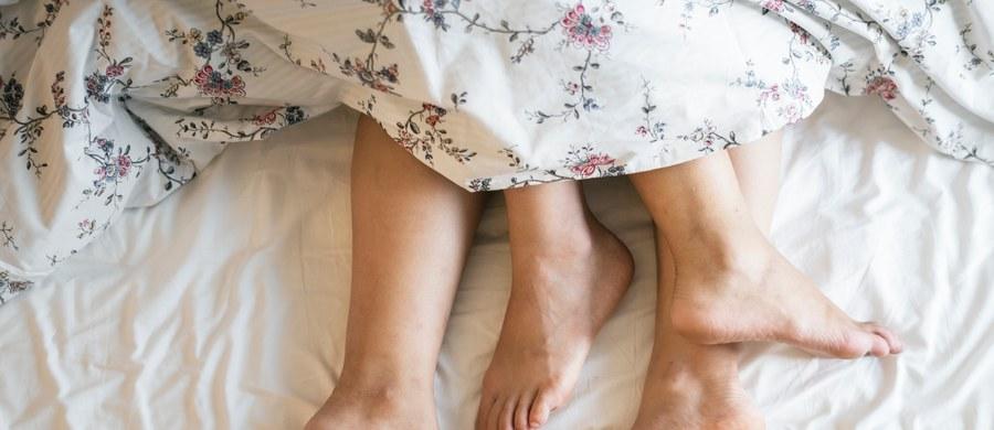 Poznanie swoich preferencji dotyczących pozycji w łóżku to żadna sztuka. Bardziej przydatnym jest wiedzieć, czego ona pragnie i jak sprawić, żeby nie zapomniała nocy z tobą.